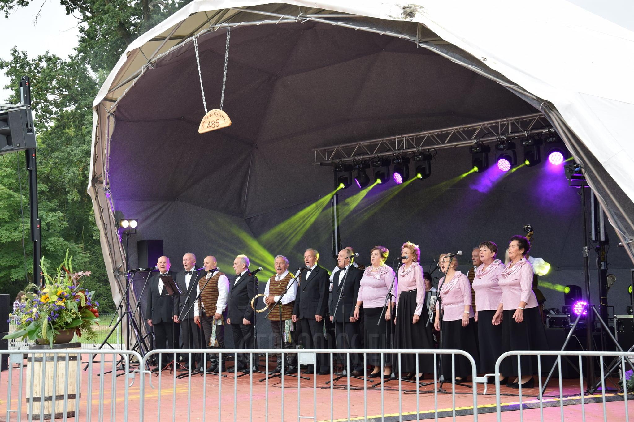 Pilviskes_estrada_stage_dome_geodomas14